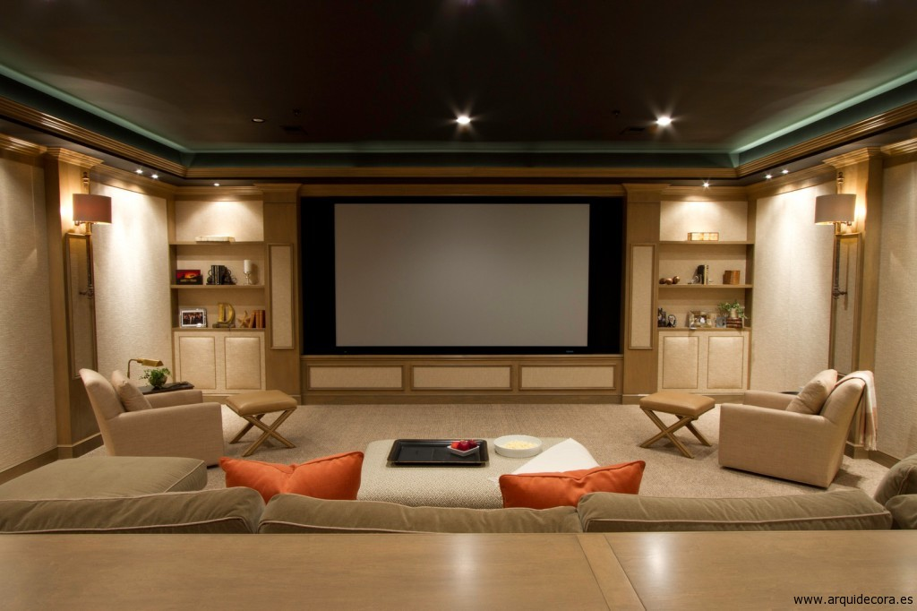 Sala de cine con moqueta de lado a lado
