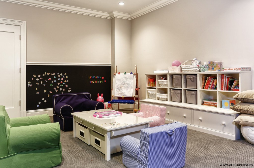 Sala de juegos para niños con moqueta