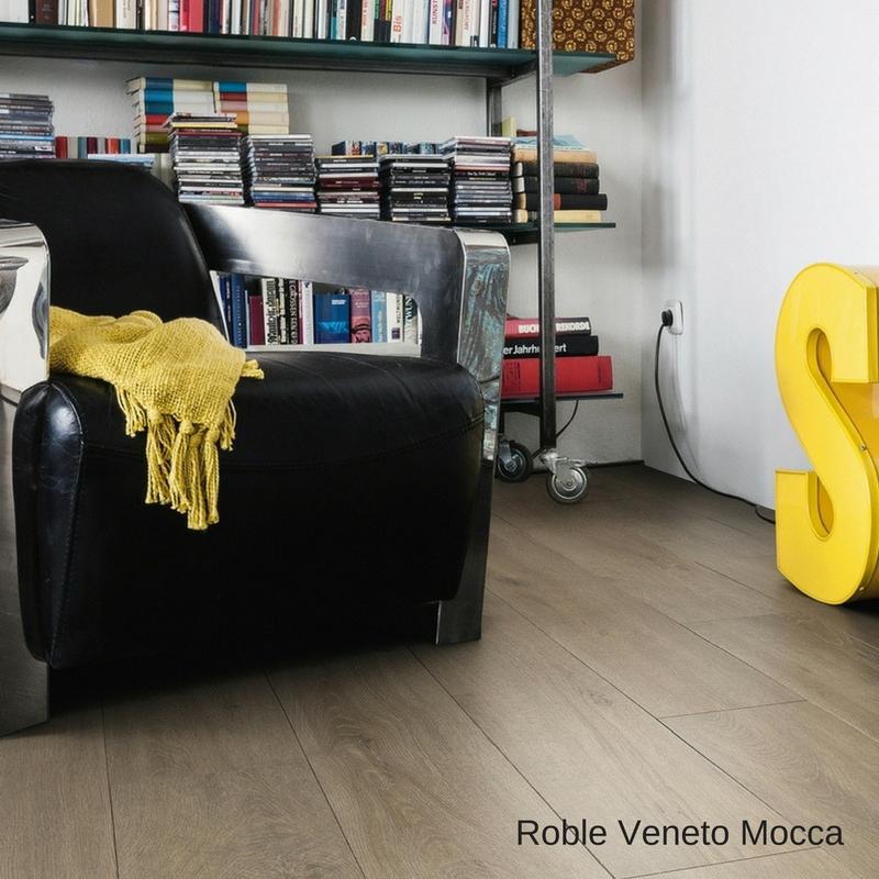 sala sillón con suelo laminado roble veneto mocca tritty 90 haro pavimentos arquiservi
