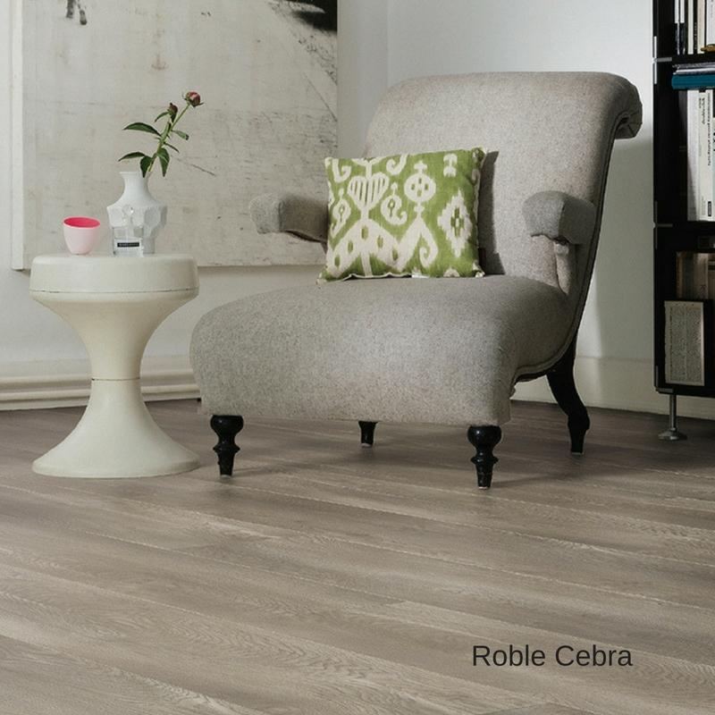sala con sillon suelo laminado roble cebra gran via tritty 100 haro pavimentos arquiservi