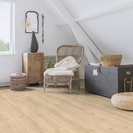 ricon de estar con suelo laminado roble bosque beige coleccion majestic quick-step pavimentos arquiservi