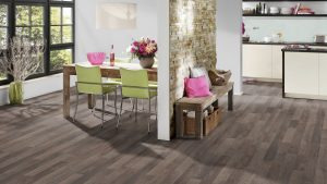 SUELO LAMINADO COURAGE LINE am D05 ROBLE MARRON CLARO TERHURNE PAVIMENTOS ARQUISERVI