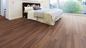 SUELO LAMINADO COURAGE LINE am D08a NOGAL MARRON TERHURNE PAVIMENTOS ARQUISERVI